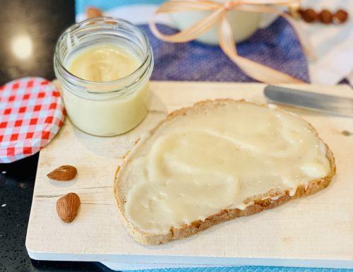 Crema Spalmabile alle Mandorle o simil Nutella bianca