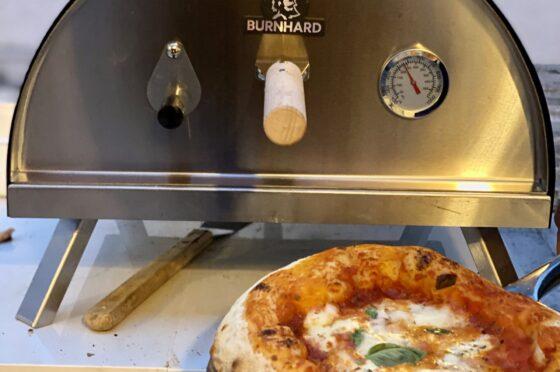 Nero Burnhard, il forno a legna portatile da usare dove e quando vuoi